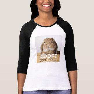O coelho Adopt de Rambo não compra T-shirts
