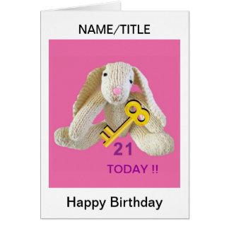O coelho do cartão de aniversário de 21 anos perso
