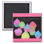 O ~ colorido Stressed do ímã dos cupcakes é sobrem Imas De Geladeira