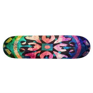 O conjunto de abstrato colorido dá forma ao skate