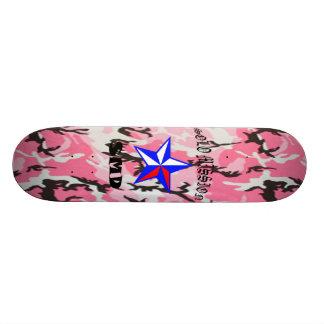 O conselho de solo de Camo do rosa da missão Skate
