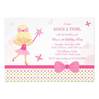O convite de aniversário bonito da menina da baila