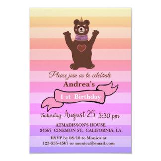 O convite de aniversário da menina do urso do bebê