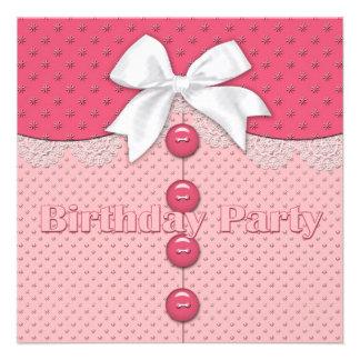 O convite de aniversário da menina (jovem)