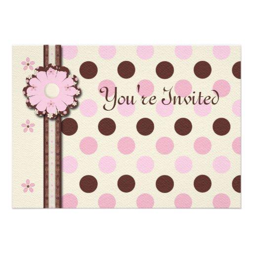 O convite de aniversário floral da menina dos polk