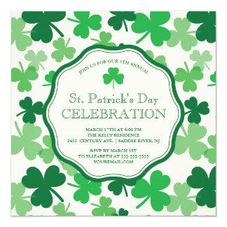 O convite de festas de St Patrick do trevo do