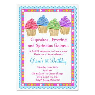 O convite o mais doce do aniversário dos cupcakes