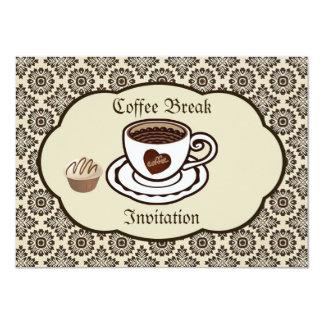O copo de café, bolo em um partido da cor damasco convite 11.30 x 15.87cm