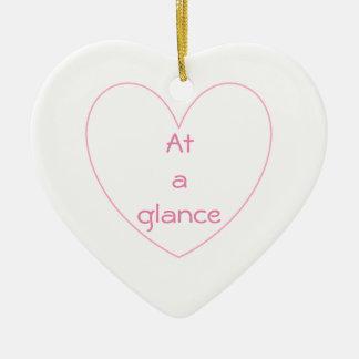 O coração bonito e bonito rotula o ornamento do