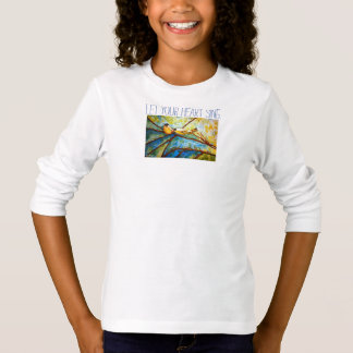 O coração inspira a camisa longa da luva da menina