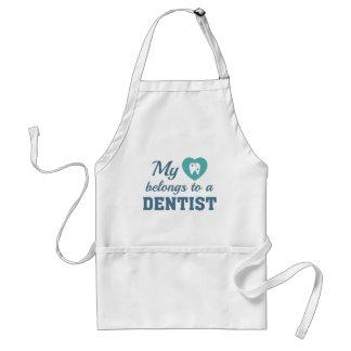 O coração pertence dentista avental
