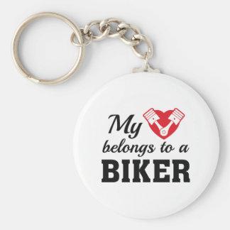 O coração pertence motociclista chaveiro