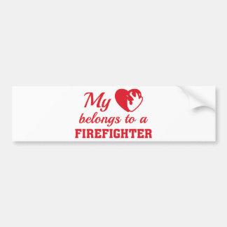 O coração pertence sapador-bombeiro adesivo para carro