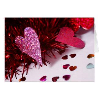 O coração polvilha cartão comemorativo