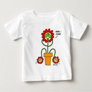 O couro cru - e - desenhos animados da flor da camiseta para bebê