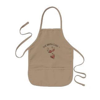 O cozinheiro chefe do biquini caçoa o avental