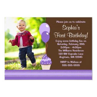 O cupcake Balloons o aniversário roxo da foto de Convite 12.7 X 17.78cm