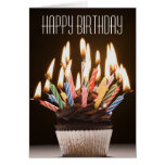 O cupcake com aniversário Candles o cartão de aniv