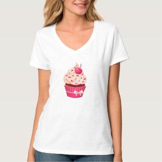 O cupcake cor-de-rosa feminino polvilha e cereja camiseta