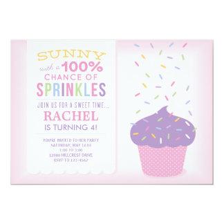 O cupcake cor-de-rosa polvilha o cartão de convite 12.7 x 17.78cm
