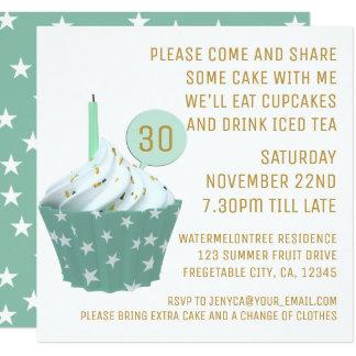 O cupcake do aniversário & o partido de chá gelado convite quadrado 13.35 x 13.35cm
