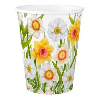 O Daffodil do primavera floresce os copos de papel