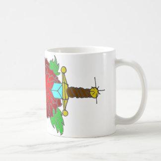 O design aumentou e do tatuagem do punhal caneca de café