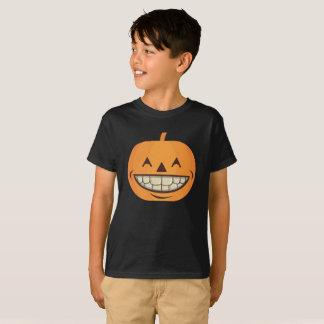 O Dia das Bruxas caçoa a abóbora da camisa com