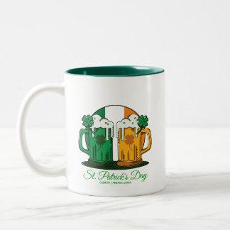 O dia de St Patrick. Caneca de cerveja da cerveja.