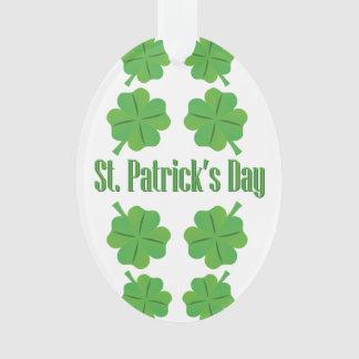 O dia de St Patrick com trevo