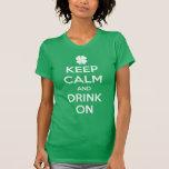 O dia de St Patrick engraçado mantem a camisa calm T-shirt
