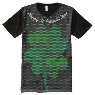 O dia de St Patrick por todo o lado na camisa