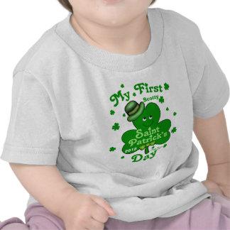 O dia do primeiro St Patrick do bebé conhecido Tshirts