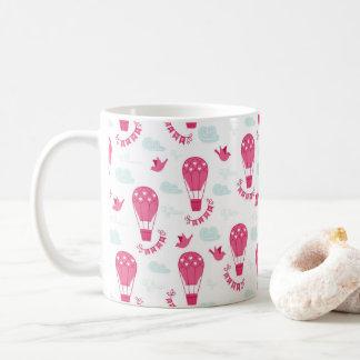 O dia dos namorados balloons o teste padrão do caneca de café