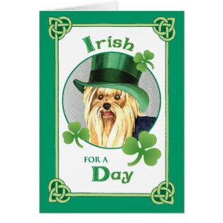 O dia Yorkie de St Patrick Cartão Comemorativo
