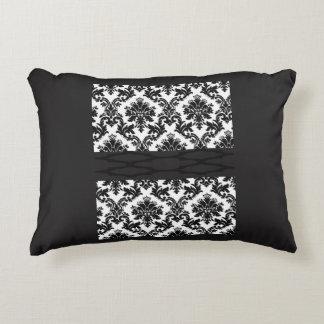 o dobro preto decorativo do travesseiro do almofada decorativa