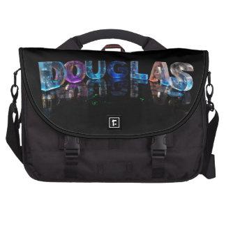 O Douglas conhecido em 3D ilumina-se (a fotografia Pastas Para Notebooks