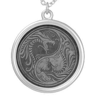O dragão de vôo Tae Kwon faz o pendente Colar Banhado A Prata