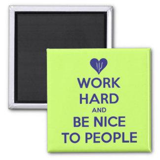 O duro do trabalho seja agradável às pessoas do ím imã