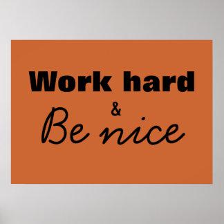 O duro do trabalho & seja impressão agradável