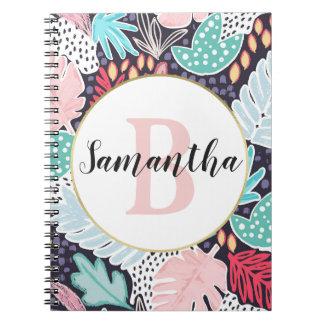 O entalhe tropical corajoso dá forma ao caderno