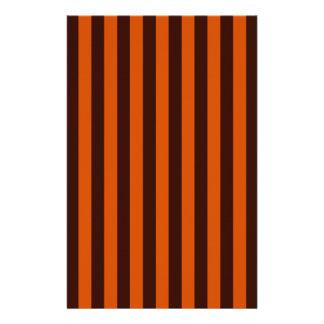 O estilo retro queimado das listras da laranja flyer 13.97 x 21.59cm