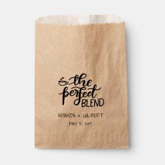 O favor rústico do casamento do papel de embalagem sacolinha