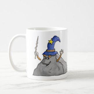 O feiticeiro da rocha caçoa a caneca