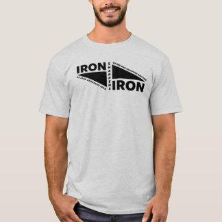 O ferro Sharpens o ferro 1 Camiseta