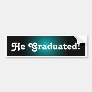 O formando da graduação formando o presente da adesivo para carro
