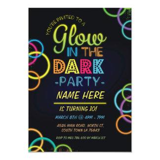 O fulgor no aniversário escuro convida o partido convite 12.7 x 17.78cm