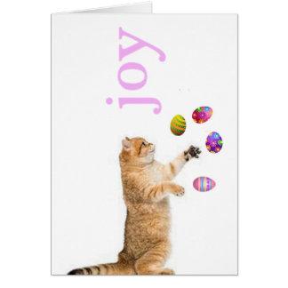O gatinho manipula ovos da páscoa cartão comemorativo