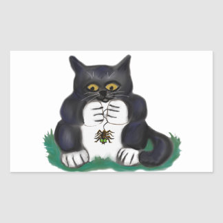 O gatinho preto do smoking encontra uma aranha de adesivo retangular