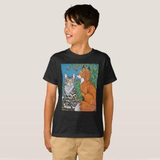 O gato dos miúdos e a camisa do Fox vermelho T,